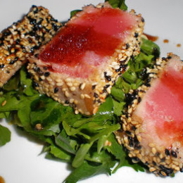 sesame-crusted-tuna-over-arugula