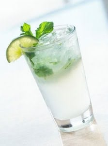 Classic Cuban mojito made skinny!I have figured out an easy low point weight watcher mojito recipe that tastes great.