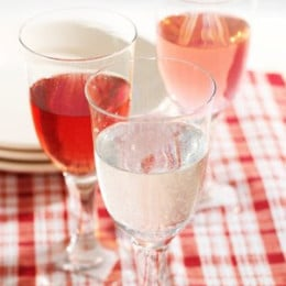 Wine spritzer and ros}, refreshing for a summer party.