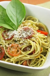 spaghetti-with-pesto-tomatoes