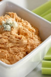Skinny Buffalo Chicken Dip – All the flavor of buffalo wings without messy hands! Perfect for your Super Bowl Party.
