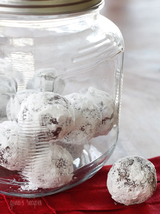 These No-Bake Fudge Snow Balls are made with dates, almonds and cocoa powder, no oil or butter, and no baking required!