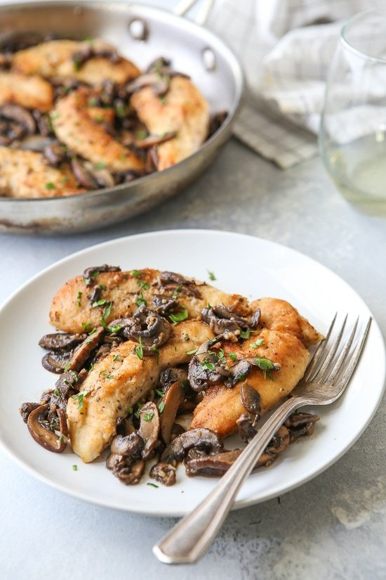 Chicken and Mushrooms in a Garlic White Wine Sauce is a great-tasting, 20-minute dish, perfect for those busy weeknights!