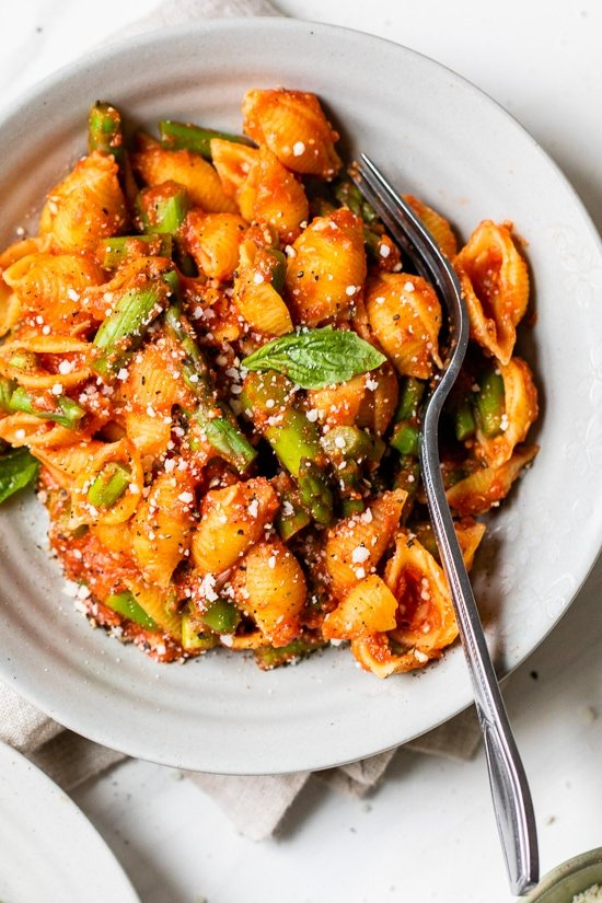 Baby Pasta Shells with Asparagus and Marinara Sauce is a quick and easy 4-ingredient pasta dish, perfect for Spring. Ready in under 15 minutes and under ten dollars to make.