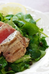 Grilled-Tuna-over-Arugula-with-Lemon-Vinaigrette