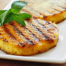 grilled-pineapple-with-honey