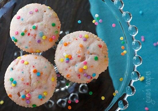 Sweet and tart pink lemonade cupcakes – these cupcakes just scream summer!