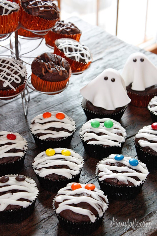 These are healthy Chocolate Mummy cupcakes with vanilla frosting, wouldn't these be so cute to bring to a Halloween party!