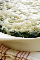 Creamy spinach with a hint of nutmeg, baked in the oven topped with melted cheese for a delicious Holiday side dish no one can resist. Yes, spinach gratin just got a makeover!