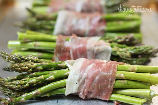 Nothing says Spring like the sweet taste of asparagus! Roasted prosciutto wrapped asparagus bundles that is, for a simple yet elegant side dish, perfect for Easter.