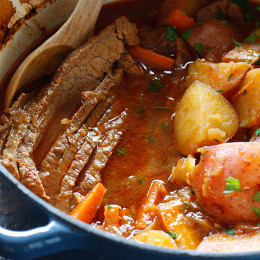 Braised-Brisket-with-Potatoes-and-Carrots
