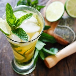 The perfect summer cocktail, a cross between a tall glass of fresh brewed iced green tea and a mojito!! I think this is going to be my signature drink all summer, it's icy cool, and has the added bonus of antioxidant rich green tea.