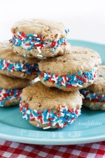 Skinny chocolate chip cookies made with absolutely no butter or oil sandwiched together with fat-free frozen yogurt and colored sprinkles. If this doesn't say summer, I don't know what does!