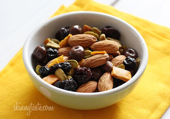 Hey Moms and Dads, I have been coming up with creative ways to make kids lunch healthy, fun and delicious and came across this easy trail mix recipe.