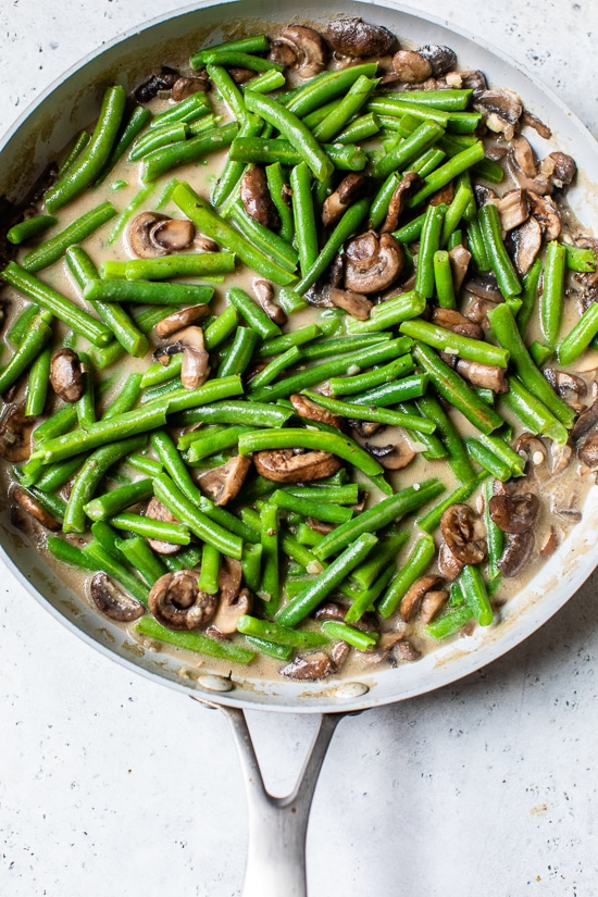 green beans and mushrooms in a skillt.