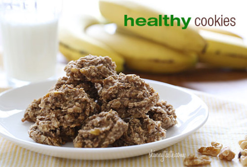 These healthy nut cookies are made with just three ingredients! Mashed ripe bananas, oatmeal and walnuts. OMG, these really ARE healthy!