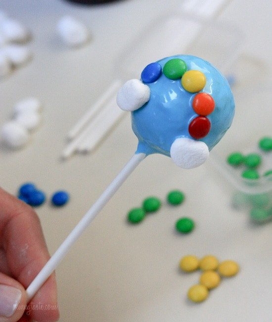 A finished m&m rainbow on the cake pop.