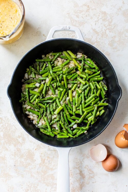 steam asparagus in pan