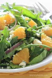 Baby-green-salad-with-oranges-red-onion-gorgonzola