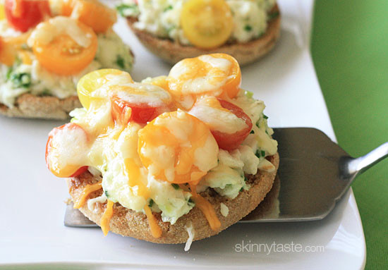 Easy open faced egg and tomato breakfast melts – Sandwiches made on whole wheat English muffin, egg whites and scallions, topped with tomatoes and melted cheese.