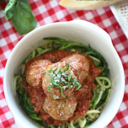 Zucchini noodles and meatballs – when it comes to zucchini noodles, it doesn't get more classic than that! I've been making zucchini noodles long before I got my spiralizer, but now they are so popular you can even buy them pre-cut in the supermarket!