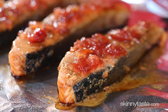 Broiled salmon fillets on a sheet of foil topped with apple cherry chutney