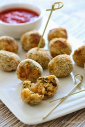 These mini baked Italian rice balls are made with brown rice, chicken sausage, spinach and mozzarella cheese. Served with some warm marinara sauce, they make the perfect finger foods for the Holiday season or any time you want to serve appetizers.