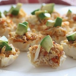 Quick and easy crab and avocado phyllo bites! These bite sized appetizers filled with fresh lump crab meat are the perfect finger food treat to any party.