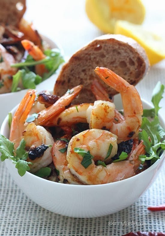 Sauteed shrimp with garlic, dried chilies and lemon juice – it's spicy, garlicky, acidic and sooooo good! You can serve this as an appetizer or for dinner