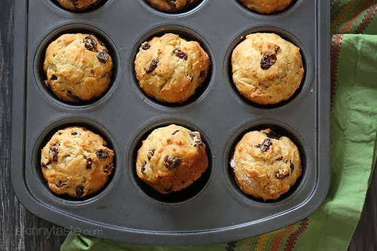 These whole wheat Irish soda bread muffins are delicious, the perfect start a lazy cold March Sunday morning. Speckled with raisins, they are sweet and perfect enjoyed with a hot cup of tea.