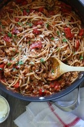 Whole-Wheat-Pasta-with-Spicy-Sausage-and-Roasted-Peppers