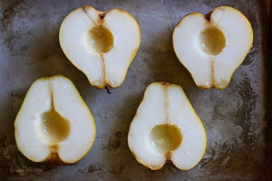 Baked Pears with just (4) Ingredients! This EASY dish made with honey, walnuts and cinnamon is perfect for breakfast or dessert!