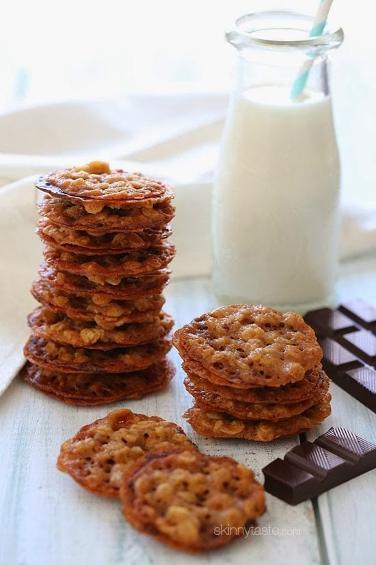 These White chocolate dipped lace oatmeal cookies are to die for ! They're light on calories and perfect for any festive occasion!