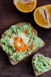 The perfect 5 minute breakfast to make the one you love! Whole grain toast with mashed avocado, eggs over easy and a few dashes of hot sauce – 5 ingredients, 5 minutes to make, doesn't get better than that!