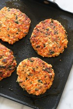 These delicious, healthy Healthy Salmon Quinoa Burgers, made with wild salmon, quinoa, and kale are loaded with good-for-you omegas and tons of protein!