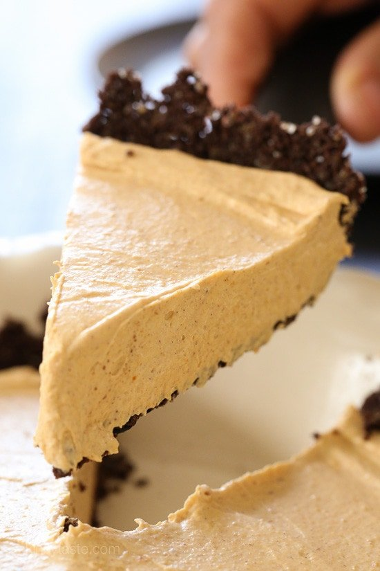 Pumpkin Spice No-Bake Cheesecake – an easy, light, Fall dessert!