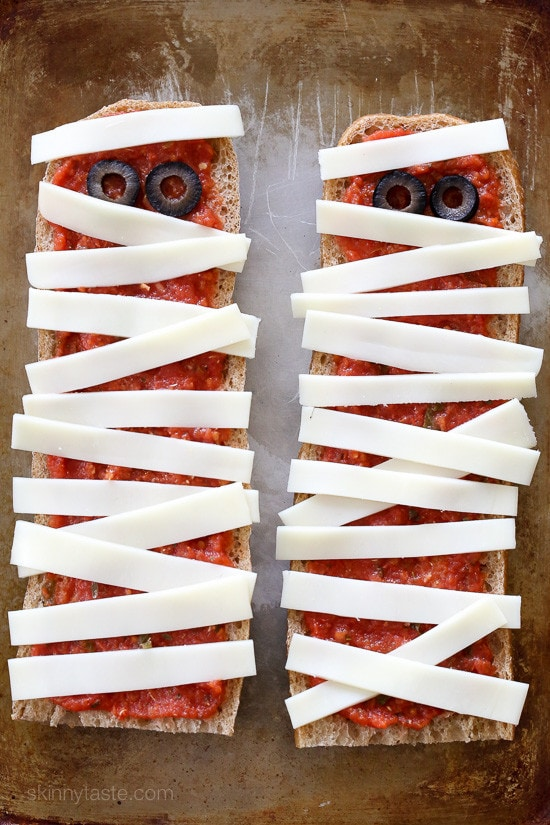 French Bread Pizza Mummies – perfect EASY recipe for your Halloween Party, just 4 ingredients and 15 minutes to make!