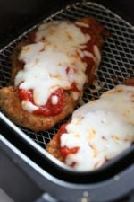 Chicken Parmesan comes out juicy and delicious in the Air Fryer, no need to use so much oil!