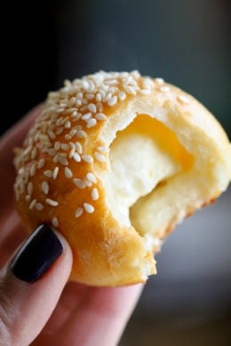 Easy, homemade, mini stuffed bagel balls filled with cream cheese! This copycat Bantam Bagels recipe is made with no yeast, no boiling, no fancy mixer!