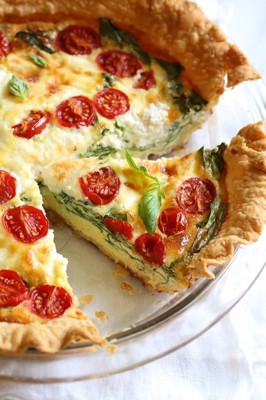 This vegetarian quiche recipe is made with spinach, ricotta cheese, eggs, tomatoes and basil. Perfect for breakfast, lunch or brunch or serve it with a salad for a light dinner.