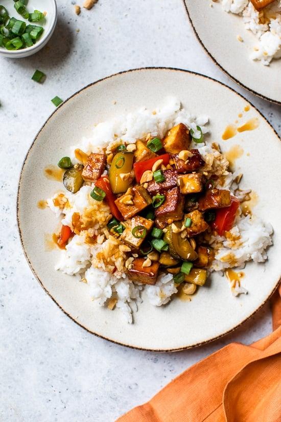 ¡Kung Pao Tofu, un encendedor (y vegetariano) toma uno de mis platos chinos favoritos para llevar!
