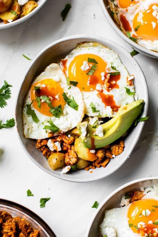 Comience bien el día con un saludable tazón de desayuno de chorizo, ¡perfecto para preparar con anticipación si necesita un desayuno rápido y fácil sobre la marcha!
