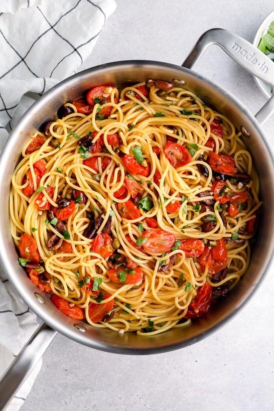 Puttanesca de espaguetis